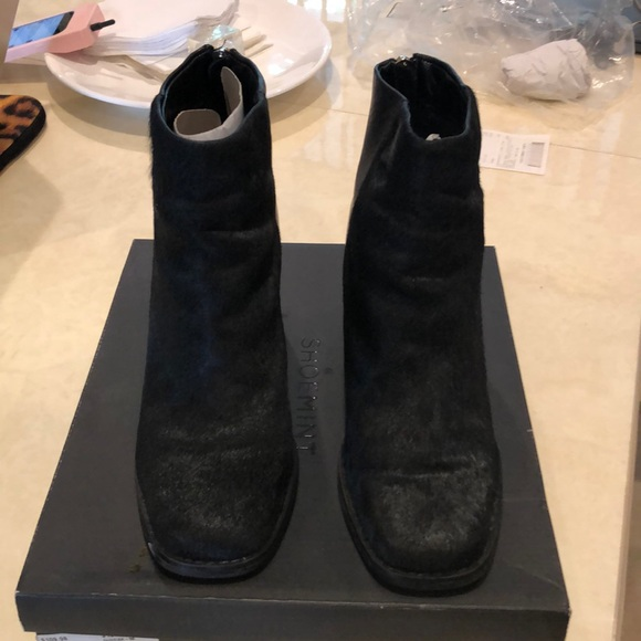 Shoemint Shoes - Shoemint Stunning leather and fur booties👢.
